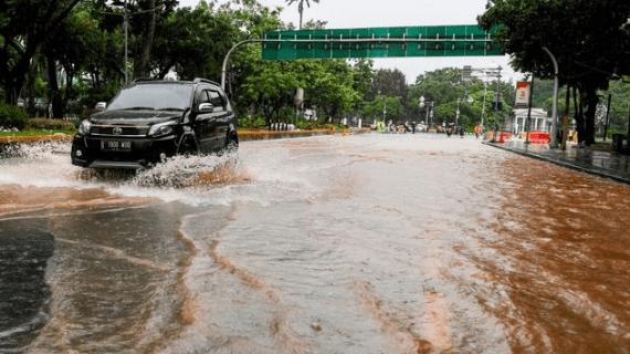 Tips Supaya Mobil Tidak Rusak Setelah Terjang Banjir