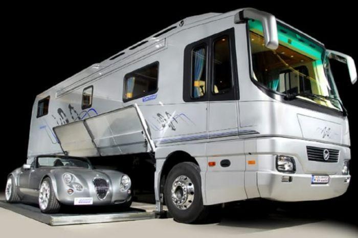 Bus Featherlite Vantare Platinum Plus | GAET.co.id | GAET OTOMOTIF