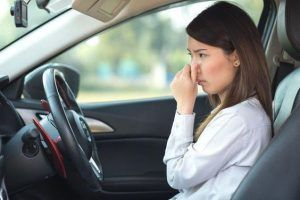 Tips Menghilangkan Bau Rokok di dalam Mobil
