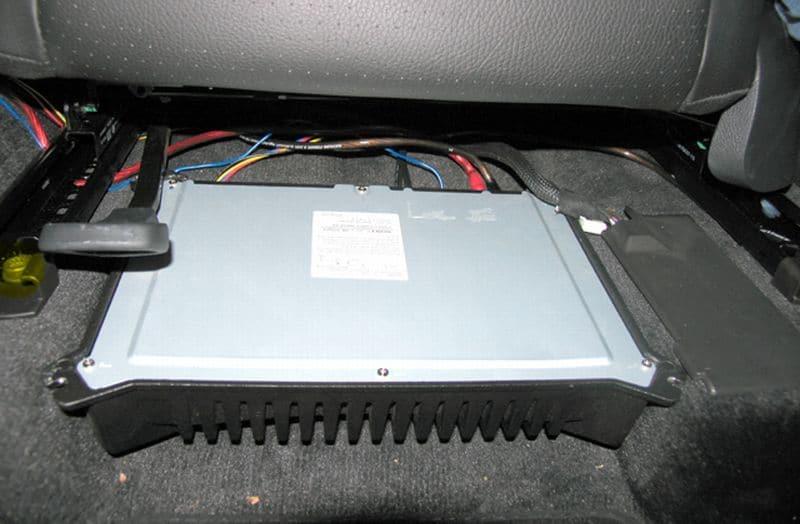 pasang amplifier untuk mobil