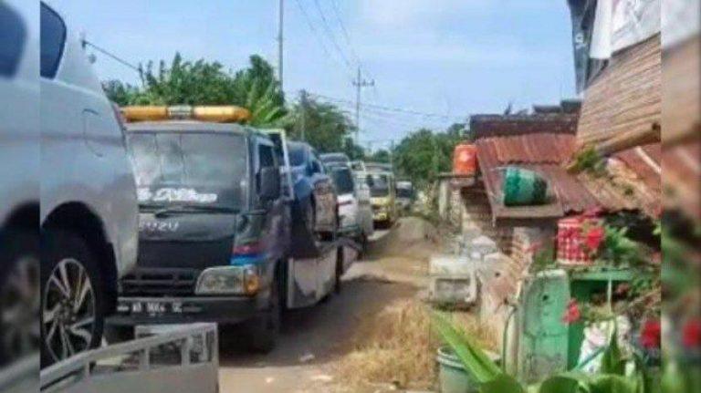 Warga 1 Kampung di Tuban Berbondong-bondong Membeli Mobil Baru