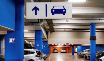 carilah tempat parkir untuk bersihkan ac mobil