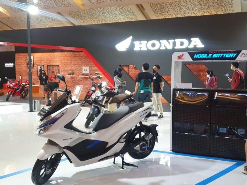 foto pameran motor honda di iims 2021 jakarta