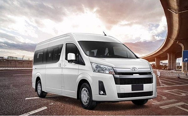 mobil Toyota Hiace Commuter 2021