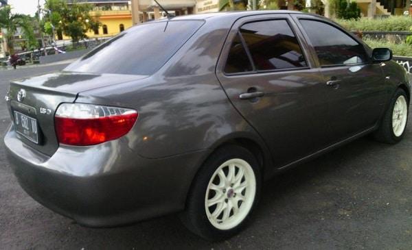 mobil bekas toyota vios limo 2005